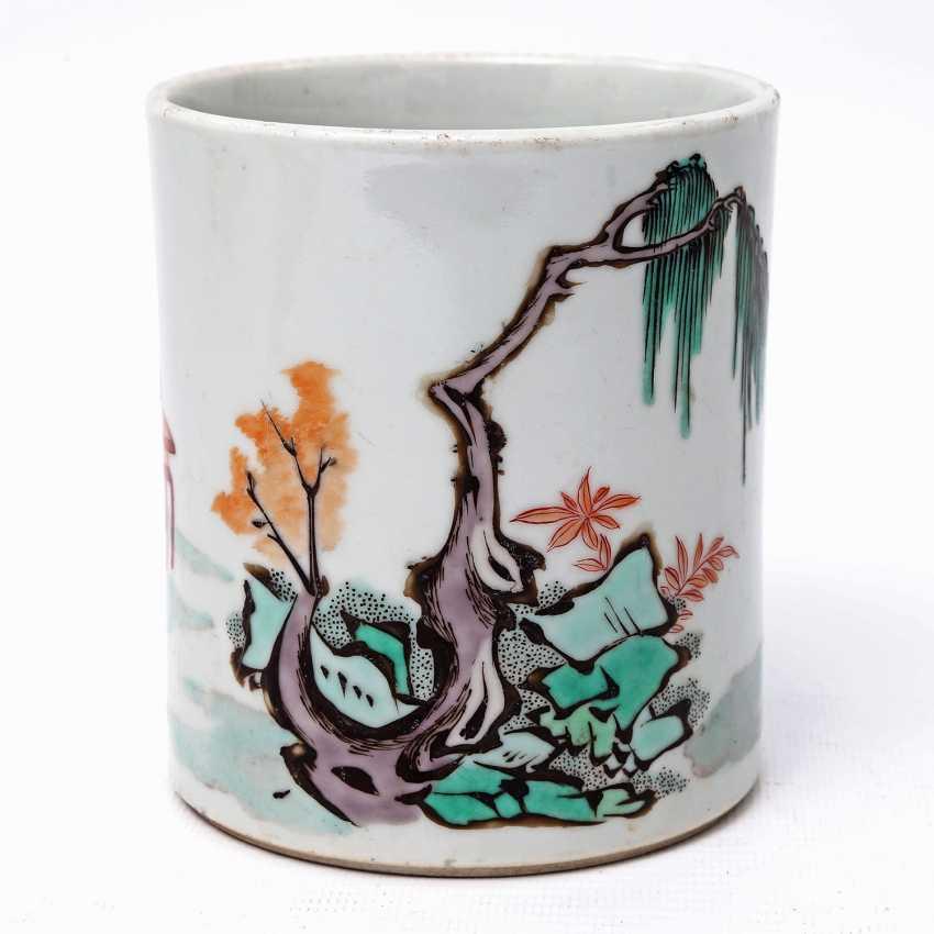 Brush vessel made of porcelain in Famille Verte-style bemalaut CHINA, 19. Century - photo 2