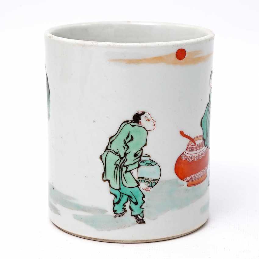 Brush vessel made of porcelain in Famille Verte-style bemalaut CHINA, 19. Century - photo 3