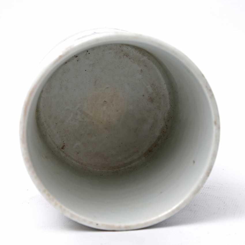 Brush vessel made of porcelain in Famille Verte-style bemalaut CHINA, 19. Century - photo 4