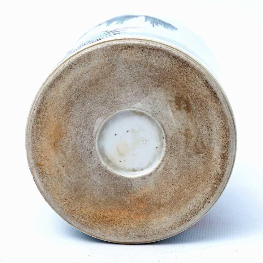 Brush vessel made of porcelain in Famille Verte-style bemalaut CHINA, 19. Century - photo 5