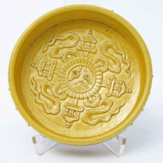 Yellow glazed porcelain bowl. CHINA, around 1900 - photo 3
