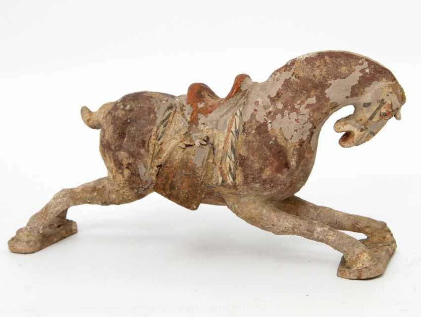 Horse out of clay. CHINA, probably Ming-dynasty (1644-1911) - photo 2