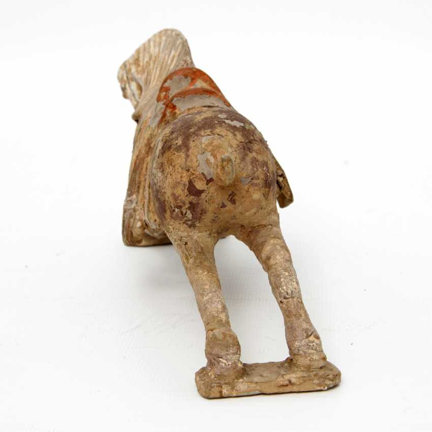 Horse out of clay. CHINA, probably Ming-dynasty (1644-1911) - photo 4