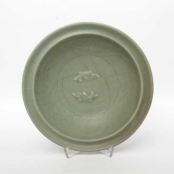 Exceptionally rare 'Twin Fish'bowl with celadon glaze. CHINA. Probably Song Dynasty (960-1279) - photo 1