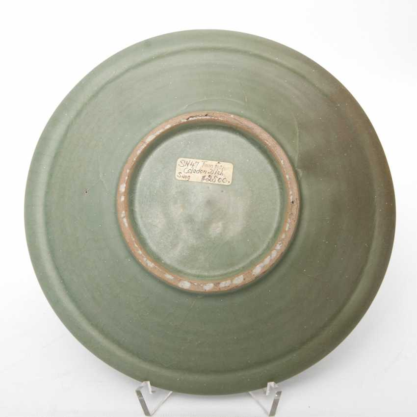 Exceptionally rare 'Twin Fish'bowl with celadon glaze. CHINA. Probably Song Dynasty (960-1279) - photo 4