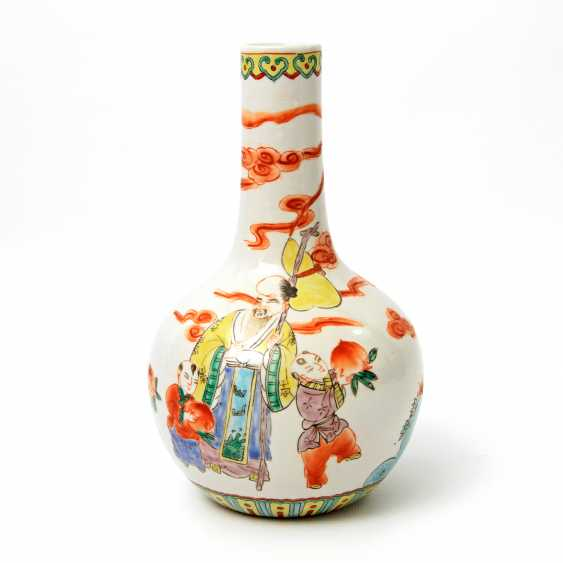 Vase made of porcelain. CHINA, time of the Republic (1912-1949) - photo 1