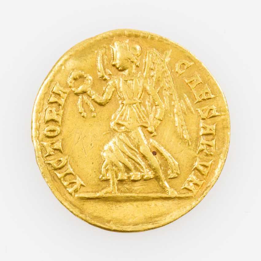 Antique/ROM. Empire, Gold Solidus of Constantin II., Caesar, Av: Belorbeerte, draped - photo 2