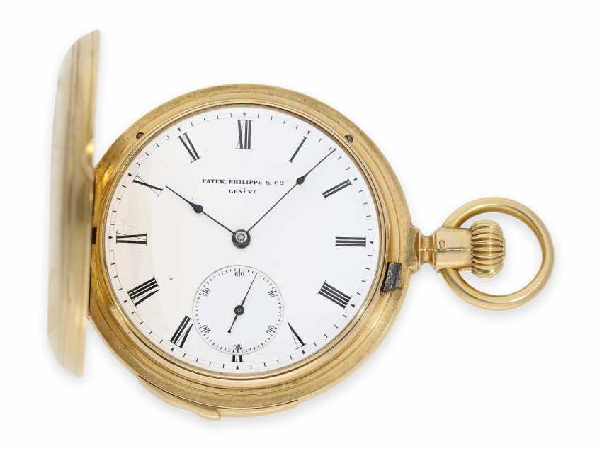Pocket watch: very fine and early Patek Philippe, gold savonnette with quarter-hour Repetition, delivered to the chronometer-maker Rodanet in Paris, 1872 - photo 1