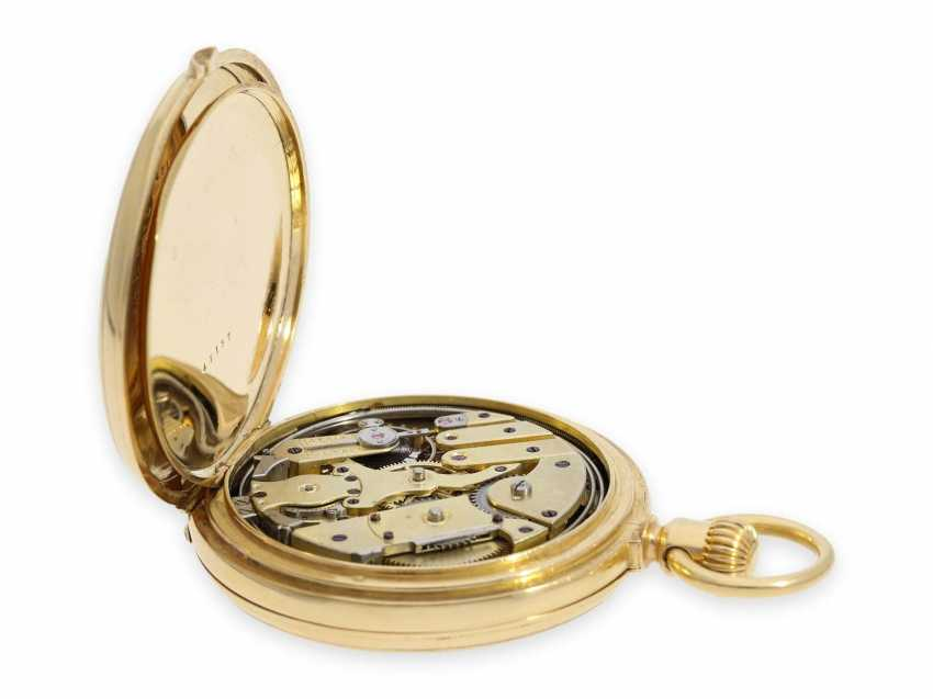 Pocket watch: very fine and early Patek Philippe, gold savonnette with quarter-hour Repetition, delivered to the chronometer-maker Rodanet in Paris, 1872 - photo 4