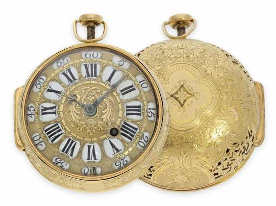 Pocket watch: rarity, one of less than 10 well-known Louis XIV Oignons with a gold case and a repeater, the Royal watchmaker, Gaudron, Paris, CA. 1700 - photo 1