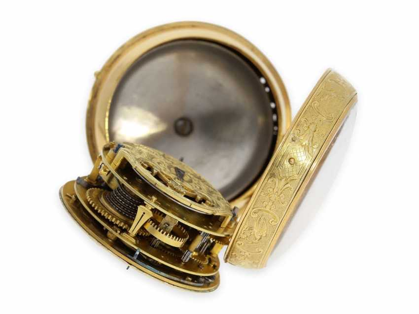 Pocket watch: rarity, one of less than 10 well-known Louis XIV Oignons with a gold case and a repeater, the Royal watchmaker, Gaudron, Paris, CA. 1700 - photo 4