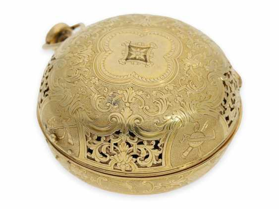 Pocket watch: rarity, one of less than 10 well-known Louis XIV Oignons with a gold case and a repeater, the Royal watchmaker, Gaudron, Paris, CA. 1700 - photo 9