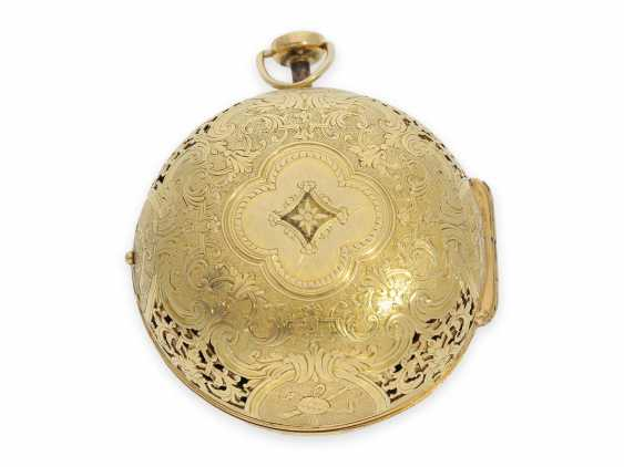 Pocket watch: rarity, one of less than 10 well-known Louis XIV Oignons with a gold case and a repeater, the Royal watchmaker, Gaudron, Paris, CA. 1700 - photo 11