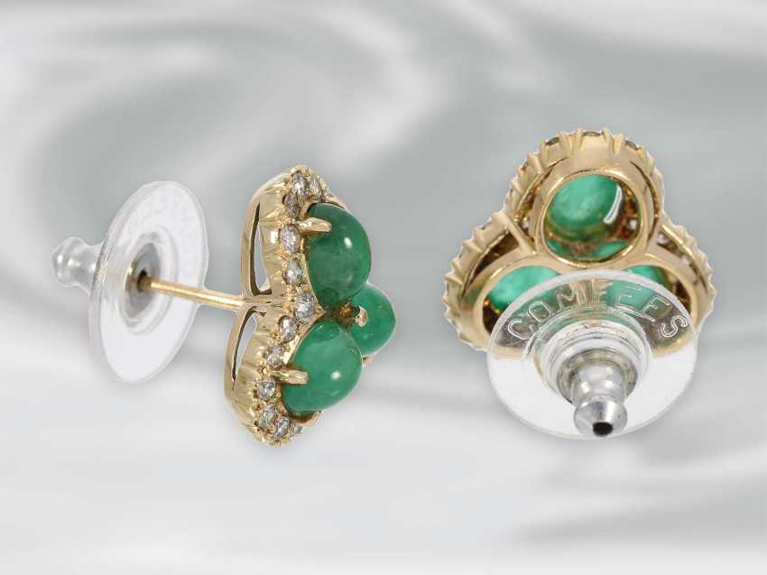Earrings: decorative vintage flower stud earrings with emerald cabochons and diamonds, 14K yellow gold - photo 2