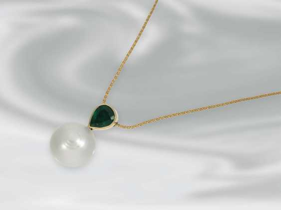 Chain/necklace: delicate yellow gold chain with handcrafted emerald/pearls-Butonanhänger, 18K yellow gold, goldsmith's work - photo 1