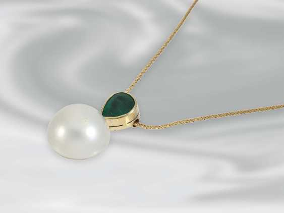 Chain/necklace: delicate yellow gold chain with handcrafted emerald/pearls-Butonanhänger, 18K yellow gold, goldsmith's work - photo 2