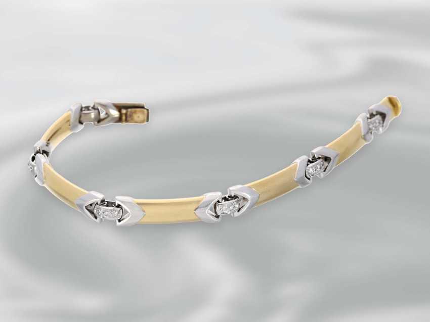 Bracelet: interesting-made Bicolor gold forged bracelet with brilliant trim, 18K Gold - photo 2