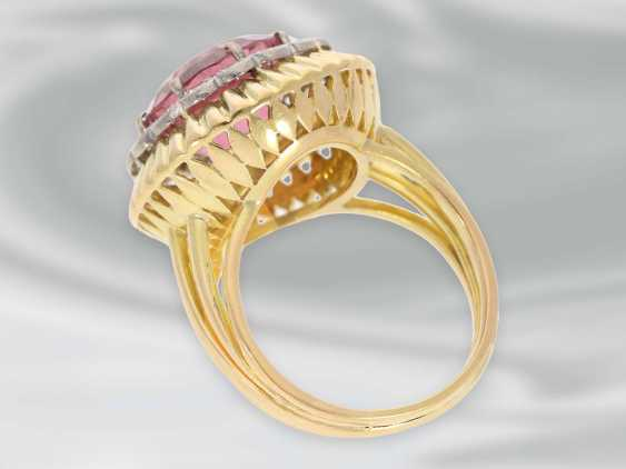 Ring: very decorative and fancy carved vintage gold wrought ring with a large tourmaline and diamond trim - photo 3