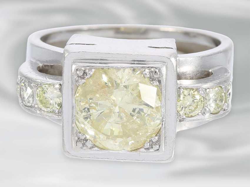 Ring: solid platinum ring with brilliant trim, probably Dating from the Art Deco, yellow Fancy diamond of approximately 1.5 ct - photo 3