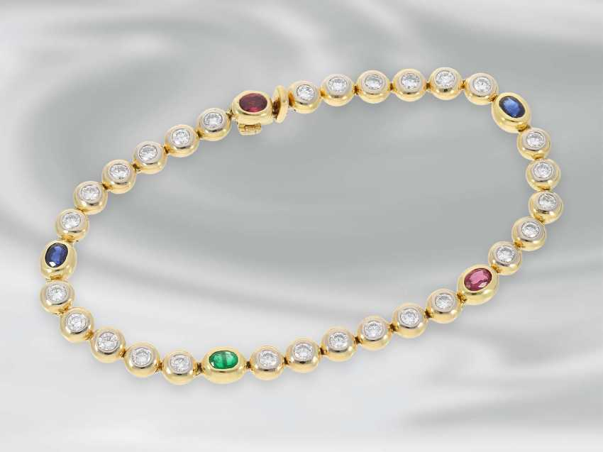 Bracelet: high quality attractive tennis bracelet with diamonds and sapphire, ruby and emerald trim, approx. 3,22 ct, 18K yellow gold - photo 2