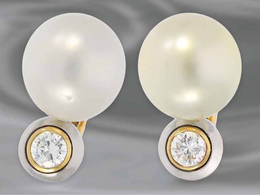Earrings: very high-quality South sea cultured pearl clip-on earrings with brilliant-cut diamonds, approx 0.85 ct, 18K Gold - photo 1