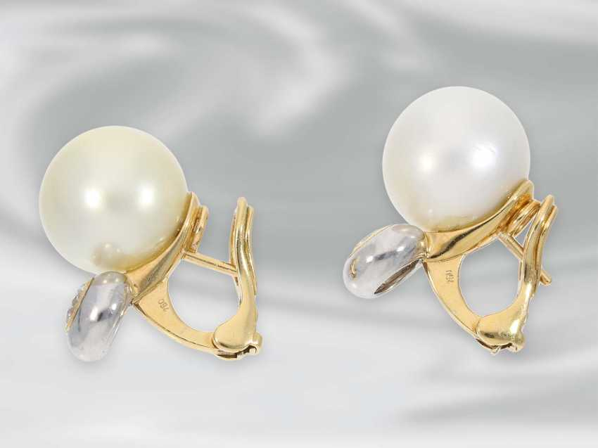 Earrings: very high-quality South sea cultured pearl clip-on earrings with brilliant-cut diamonds, approx 0.85 ct, 18K Gold - photo 2