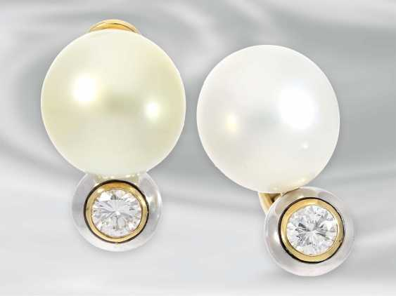 Earrings: very high-quality South sea cultured pearl clip-on earrings with brilliant-cut diamonds, approx 0.85 ct, 18K Gold - photo 3