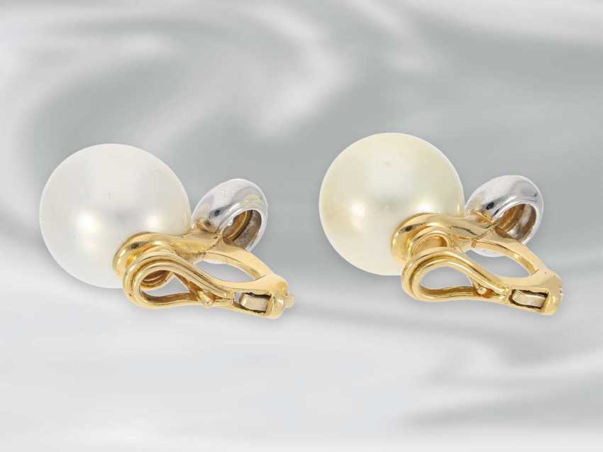 Earrings: very high-quality South sea cultured pearl clip-on earrings with brilliant-cut diamonds, approx 0.85 ct, 18K Gold - photo 4