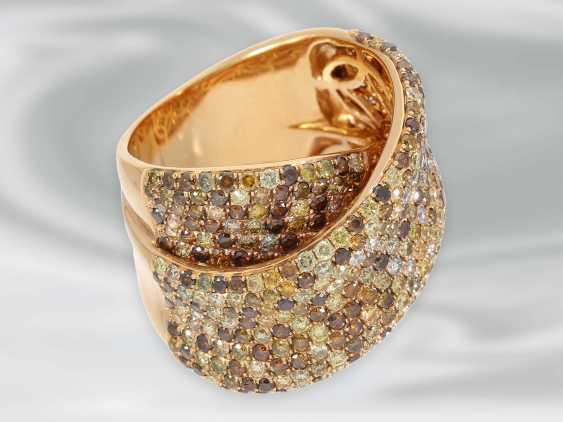Ring: tasteful and decorative, framed, modern Designer gold wrought ring set with numerous fancy brilliant-cut diamonds, a total of 4.36 ct - photo 3