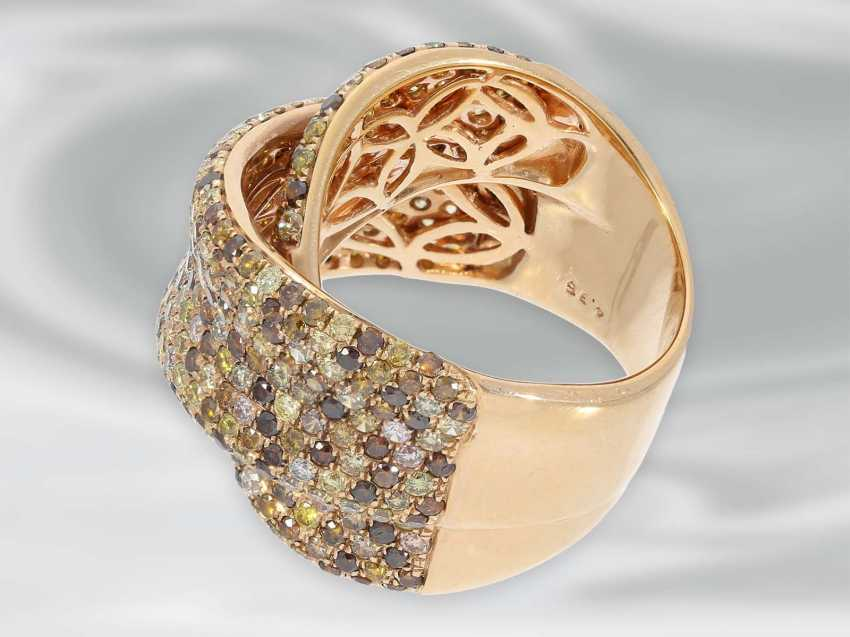 Ring: tasteful and decorative, framed, modern Designer gold wrought ring set with numerous fancy brilliant-cut diamonds, a total of 4.36 ct - photo 4