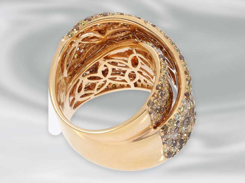 Ring: tasteful and decorative, framed, modern Designer gold wrought ring set with numerous fancy brilliant-cut diamonds, a total of 4.36 ct - photo 5