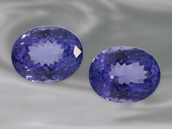 Tanzanite: a Pair of high-quality Tansanite in oval mixed-cut, together approx. 10,70 ct - photo 1