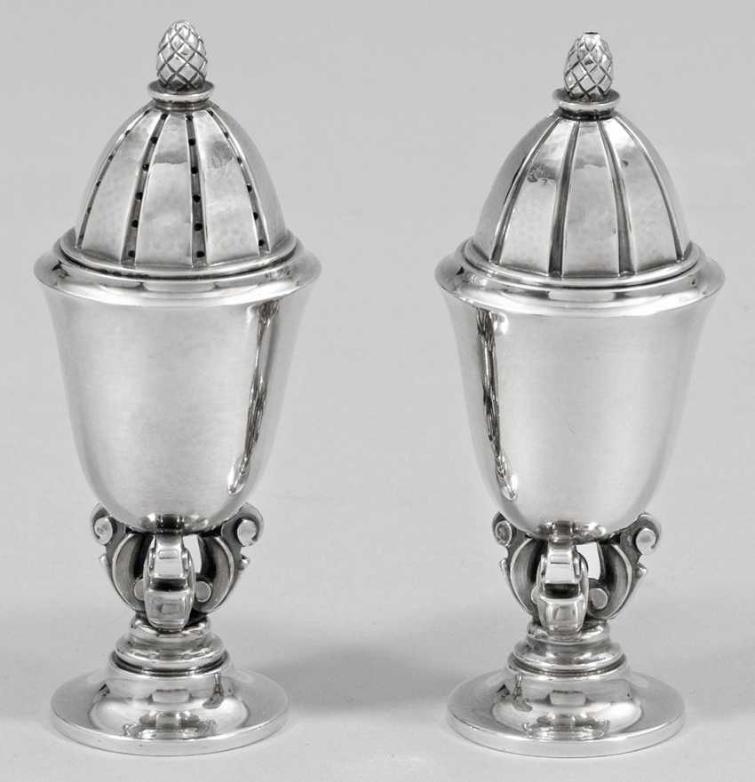 """Pair of salt and pepper shakers """"king"""" - photo 1"""