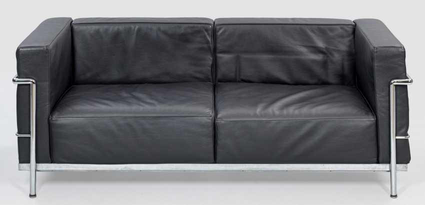 LC3 club sofa by Le Corbusier - photo 1