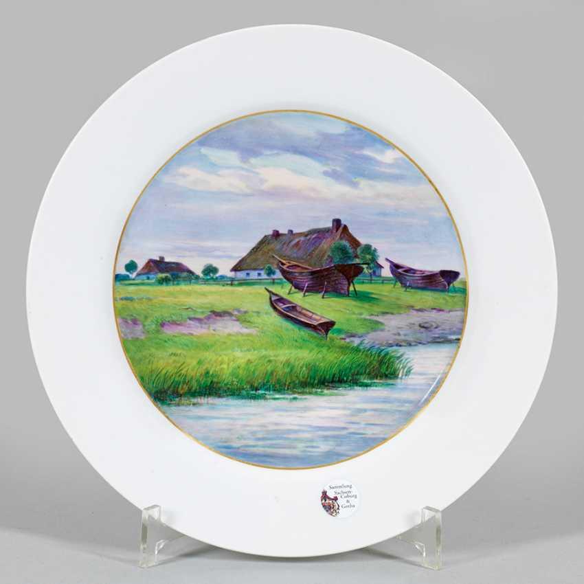 Eller is adorned with a coastal landscape - photo 1