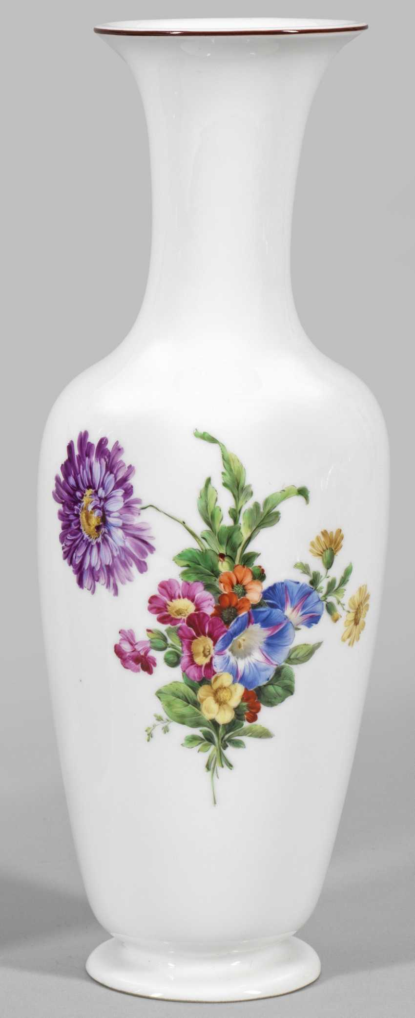 Vase with flowers decor - photo 1