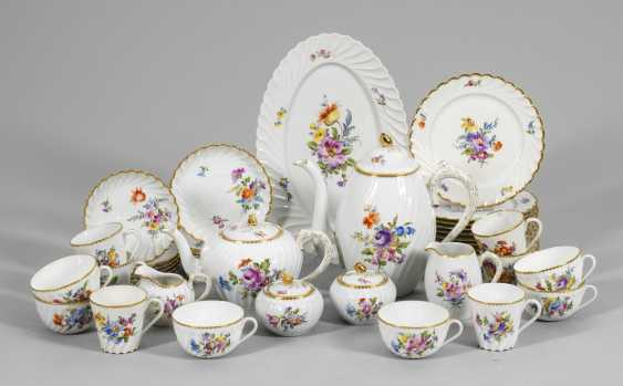 Coffee and tea service with floral decoration - photo 1