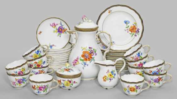 Coffee service with floral decoration - photo 1