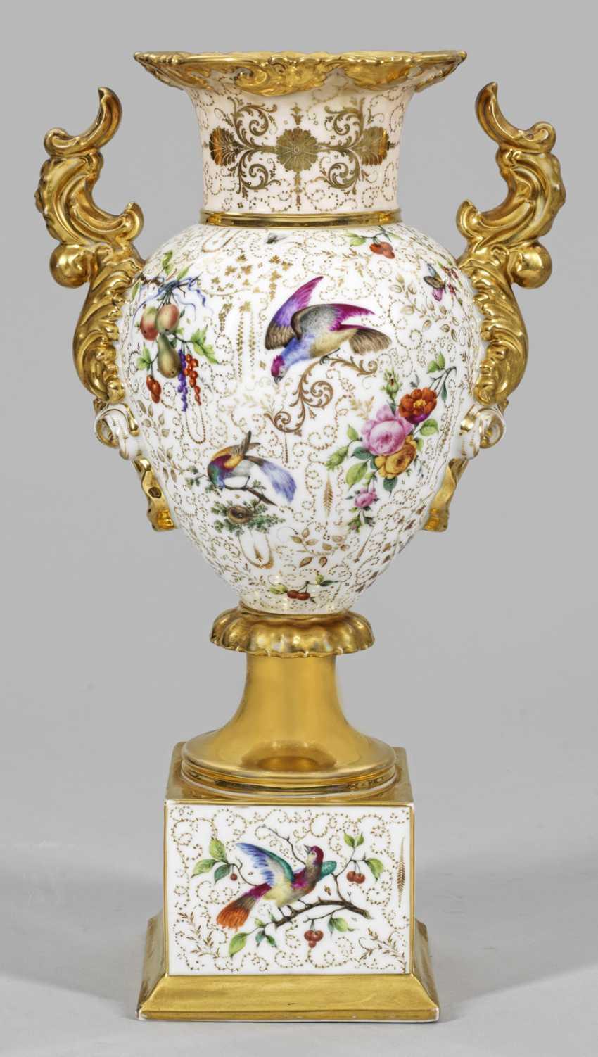 Ornate handle vase with fruit and birds of Paradise - photo 1