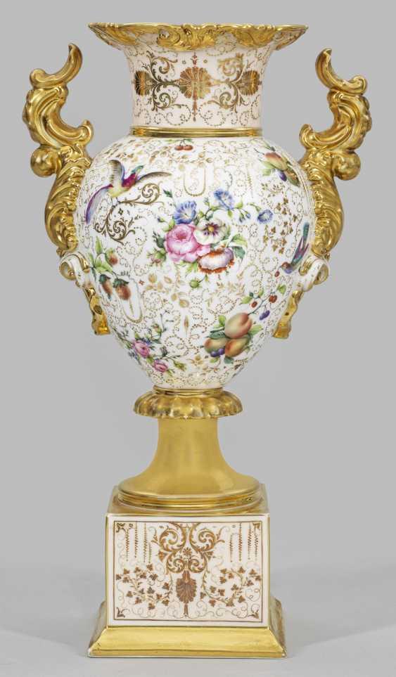 Ornate handle vase with fruit and birds of Paradise - photo 2