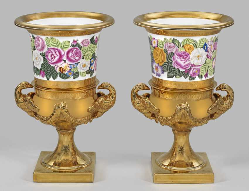 Pair of large ornamental vases with floral decoration - photo 1