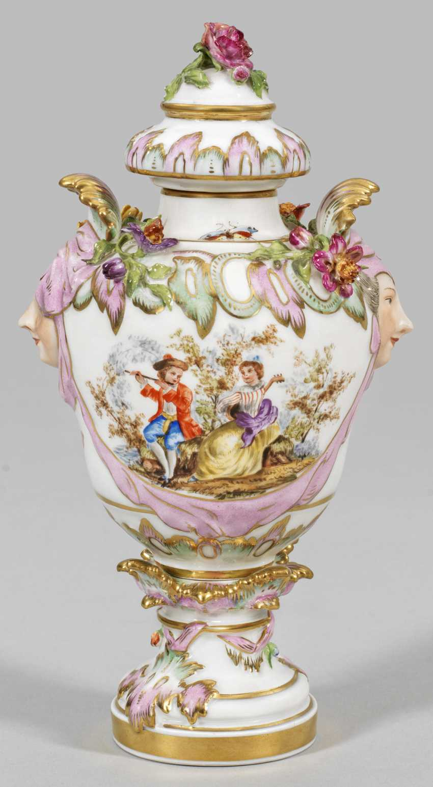 Small lidded vase with gallant scene - photo 1