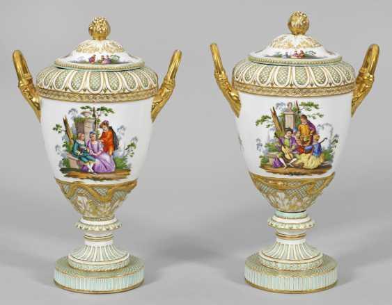 Pair of amphora vases with Watteau scene - photo 1