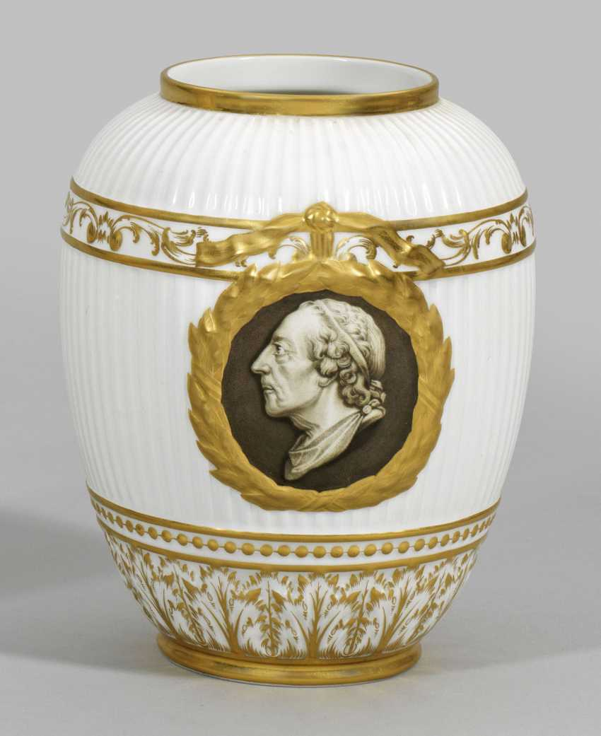 Vase with grisaille painting - photo 1