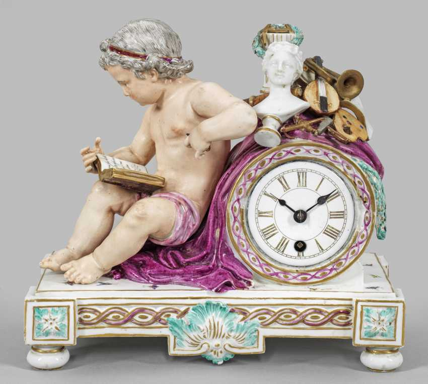 Mantel clock with Putto as an allegory of the arts - photo 1