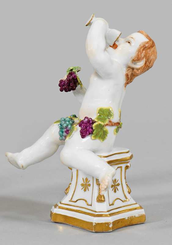 Putto as allegory of autumn - photo 1