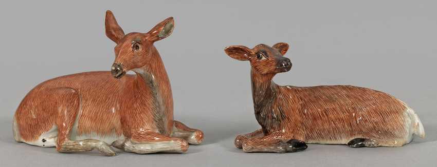 Pair of reclining deer - photo 1