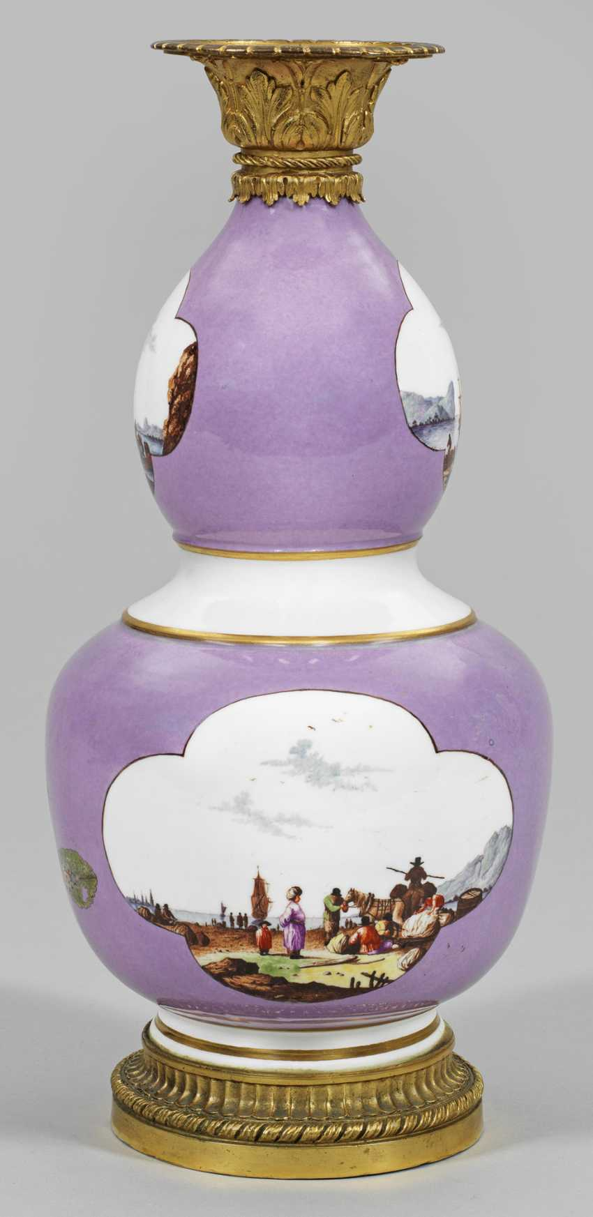 Large Calabash gourd vase with kauffahrtei scenes - photo 1