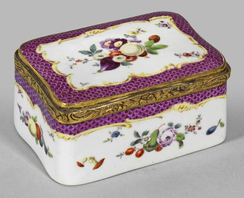 Anatomical snuffbox with fruit decor - photo 1