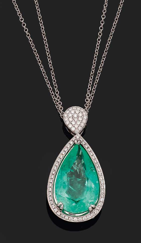 Large Colombian emerald pendant - photo 1
